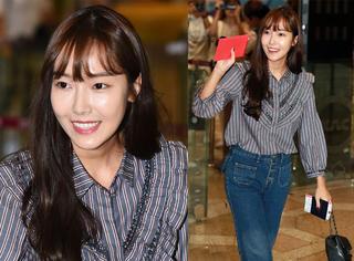 Jessica郑秀妍条纹衬衫配高腰牛仔裤 复古风美着呢