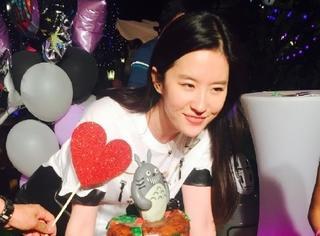 娱乐小报 | 小s节目求按摩超内涵 刘亦菲生日欧巴现身