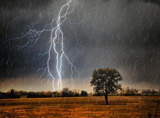 一张图 | 原来阵雨的原理是这样的...