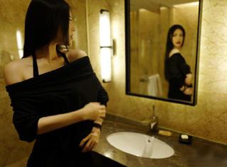 刘翔前妻葛天穿平肩黑色连衣裙,帅气又妩媚