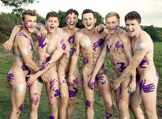 小鲜肉脱光光拍全裸日历!做慈善为同性恋社区筹款