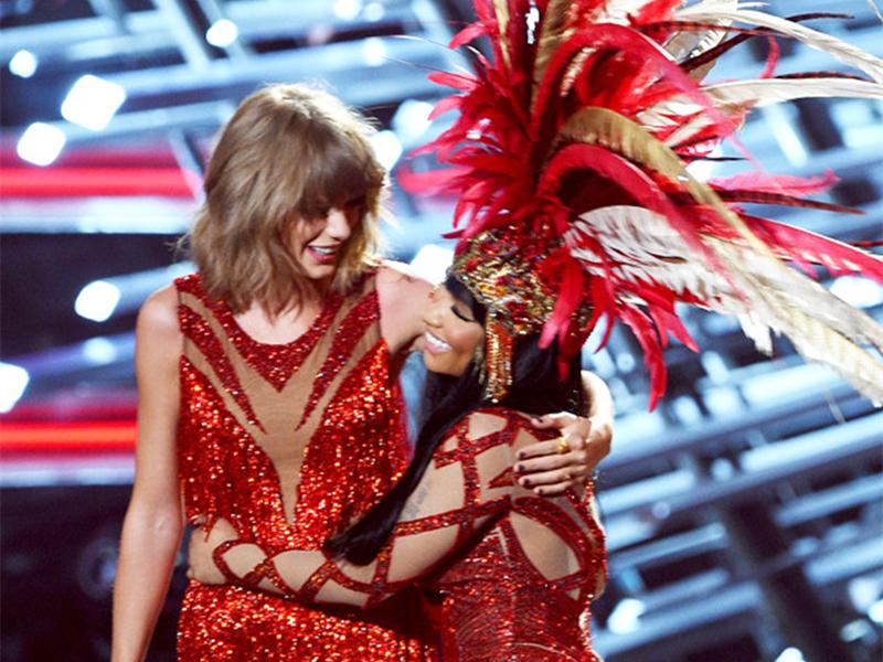 2015MTV音乐录影带大奖:霉霉与麻辣鸡红红火火的就抱上了!
