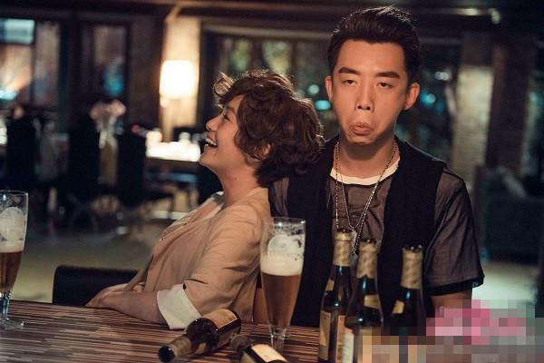 娱乐小报 | 郑恺新片表情比屁更有戏 张艺兴旧照撞脸林俊杰