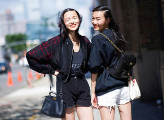 你的夏季爆款,配秋装穿竟更时髦!