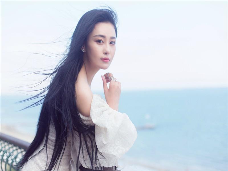 娱乐小报早间版 | 张馨予穿它上威尼斯  男版小赵丽颖简直萌cry