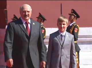 """7岁从政,颜值逆天,还是""""帝二代"""" 白俄小王子告诉你啥叫人生赢家!"""