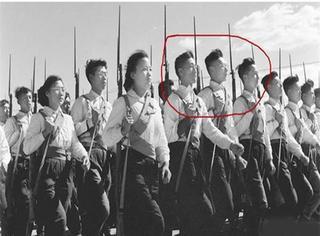 惊!我们在1958年的阅兵式里发现了邹市明、刘烨和韩庚!