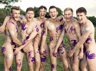 舔屏 | 英国大学全裸写真:比AF还诱人的青春好肉体