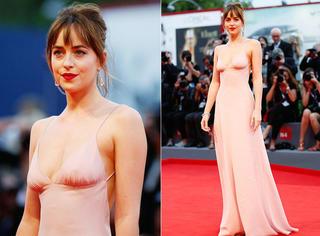 威尼斯电影节 | 五十度灰女主粉色礼服配四个纹身可还行?