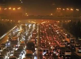 限行结束后的北京上演惊悚大片《天下第一堵》!