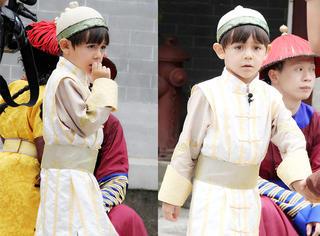 """诺一穿传统""""阿哥装""""录《爸爸3》,简直自带皇室范儿!"""