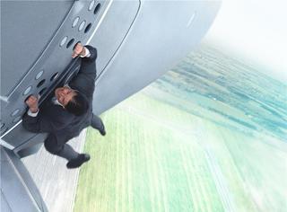 看阿汤哥手扒飞机之前,你必须知道《碟中谍5》的23个秘密!