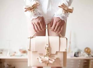 美到病态的Niels Peeraer,看它千遍也不厌倦的蝴蝶结包包
