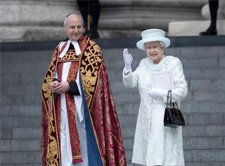 这个89岁的女王这么有人气是有道理的:有气质能卖萌,一生传奇!