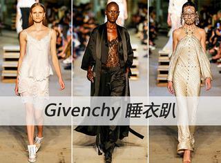 Givenchy纽约大秀变睡衣趴 各路明星凑热闹 超模台上摔倒