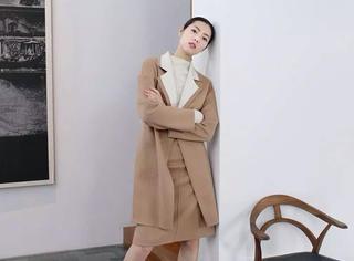 你离超模刘雯 还差一件双面绒大衣