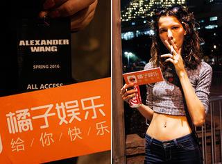 纽约时装周 | Alexander Wang场外下大雨,不影响Gaga和金小小妹来助阵