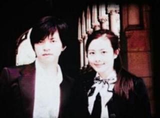 李健演唱会高调秀恩爱 与妻子罕见合影曝光!
