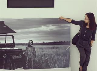 我们去看了江一燕的摄影展,没想到出自《国家地理》的照片是她拍滴!