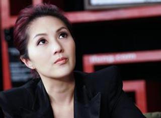"""杨千嬅:凭着一个""""勇""""字""""咬唇""""前进的""""烈女"""",真正的岁月如歌"""