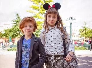 最时髦的萌娃姐弟,小时候就这么会穿 长大还得了?!