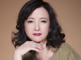 她的美貌不输巩俐刘嘉玲,前夫为她痴狂不惜逼妻离婚,如今却独身