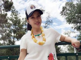 刘晓庆穿短裤秀美腿,姐姐,你今年真的60岁吗?