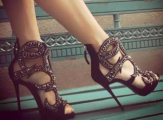 女明星都在穿的性感潮鞋,你也要不要来一双?