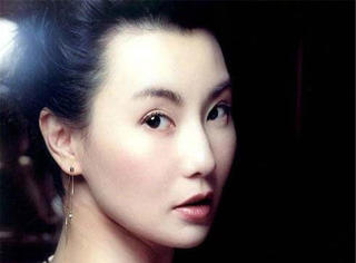 张曼玉:美人未迟暮,容易莫摧残