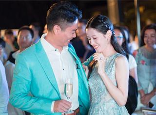 娱乐早报 | 奶茶妹妹刘强东婚礼前宴会画面太美 周杰伦飞米兰陪伴老婆昆凌
