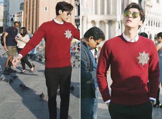 李易峰街拍帅气难挡,穿着红色毛衣看着暖暖哒!