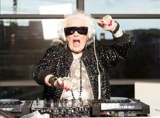 68岁学会打碟,成为欧洲殿堂级别的DJ,这样的奶奶潮得不要不要的