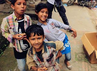 探访震后尼泊尔 | 全世界都在为尼泊尔流泪,而它早已为爱奋力重生
