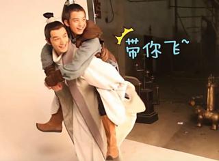 胡歌&吴磊:我能想到的最浪漫的事 就是等你长大后一起卖腐……