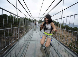"""湖南""""世界最长玻璃桥""""成国庆最刺激的景点!光看就吓尿了..."""