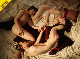 一张床照猜电影 | 他们三躺成一个圆圈