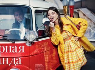 米兰达·可儿招牌笑容拍大片,俏皮可爱美艳十足!