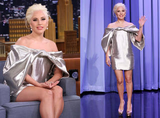 亮银连衣裙配香肩 这么唯美的Lady Gaga你可没见过!