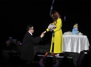万人见证张靓颖被求婚,男友冯柯终于给了她一个最美好的回应!