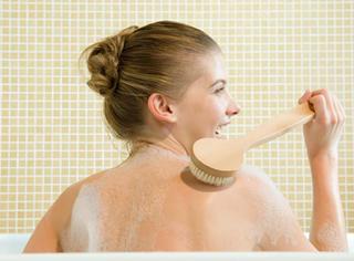 从洗澡看人格特质,原来边洗边唱歌的人受欢迎?