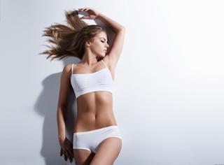 你瘦了 | 驼背、小腹突出?教你在醒来或睡前完成体姿改造