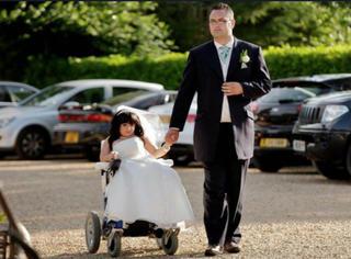 """世界最""""小""""的新娘完婚!81厘米的姑娘在追逐自己的幸福梦"""