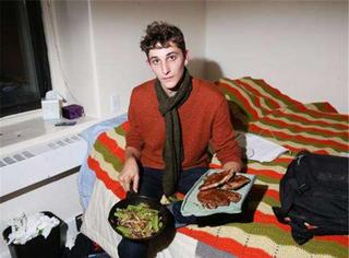 当你睡觉淘宝打游戏时,人家已经把宿舍变成了五星级餐厅!