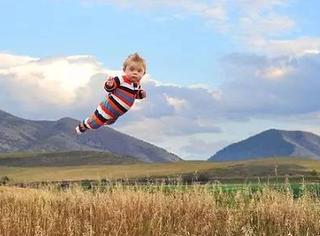 摄影师爸爸给患有唐氏综合症的儿子打造了一个会飞的梦