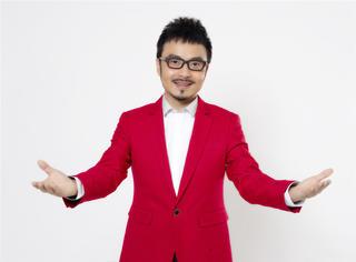 他有两次婚姻,曾做过灯光师,如今被称为中国智商最高的主持人!
