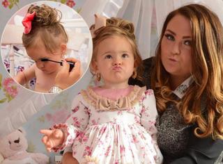单亲妈妈花去20万打扮女儿,两岁宝贝已参加三次选美!