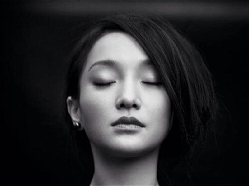 她被陈坤疼爱,却被李亚鹏伤透心,如今嫁给了老外