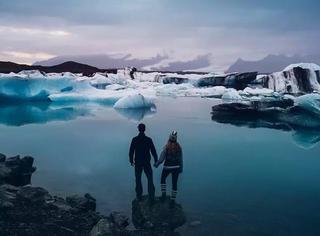 他们不想把婚礼搞得那么无聊,结果他们驾着房车跑去冰岛
