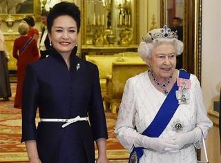 首相夫人送了彭麻麻一个Sophie Hulme的包