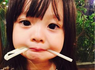 这个超Q的小女孩已经有20万粉丝!但看了妈妈你就知道基因有多重要...